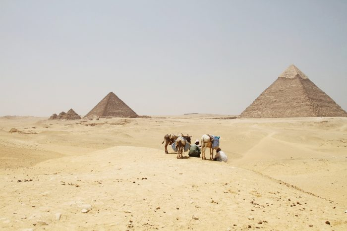 ピラミッドのある風景