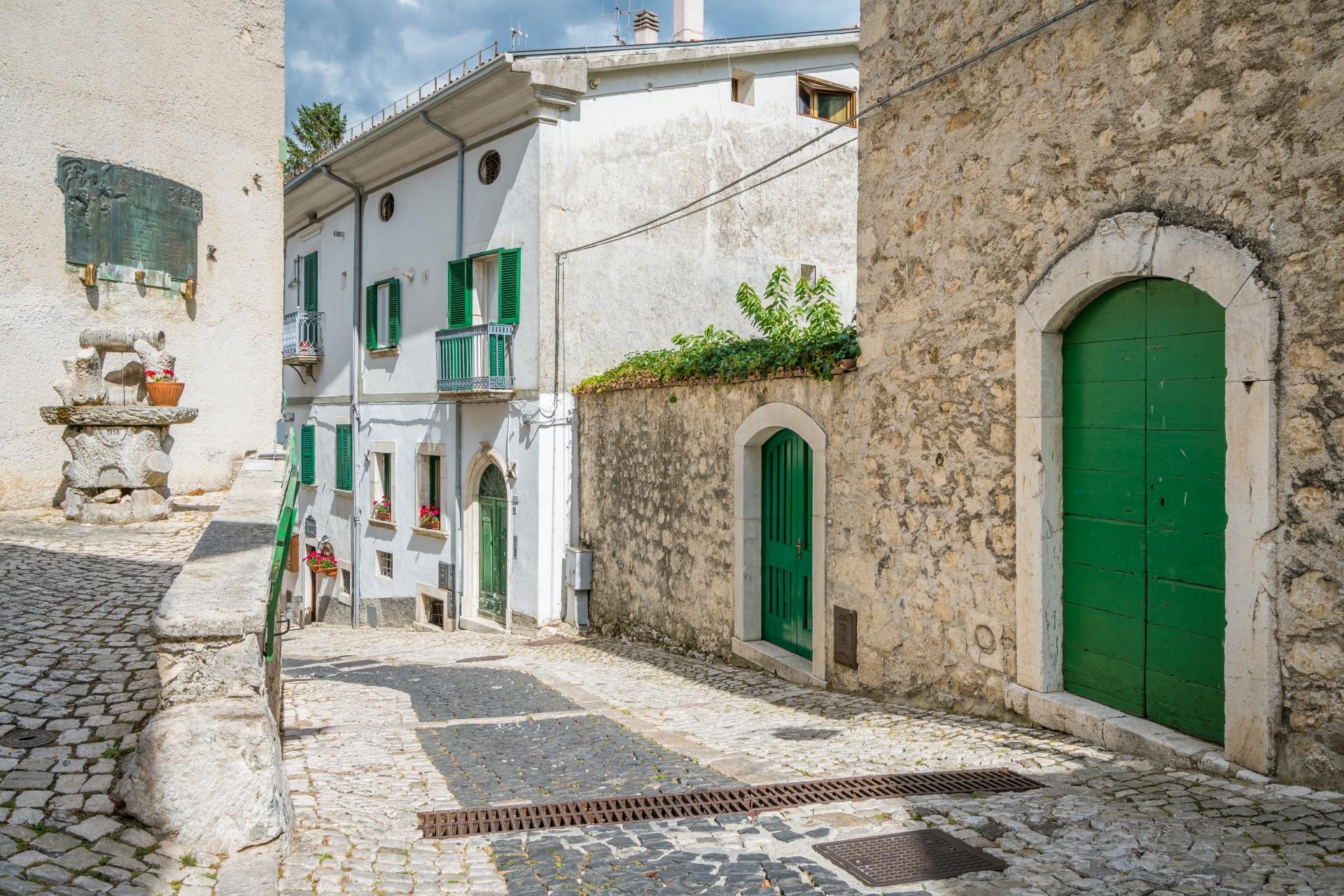 イタリア チヴィテッラ・アルフェデーナの路地