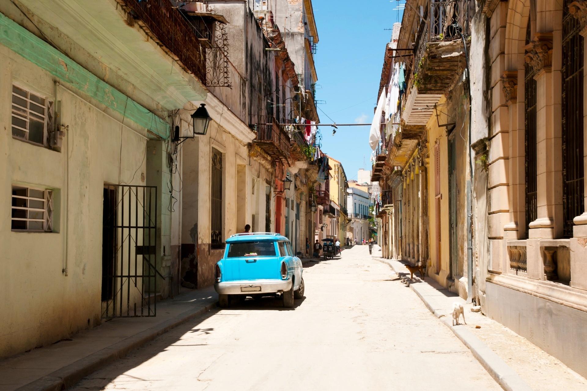 キューバ ハバナの路地