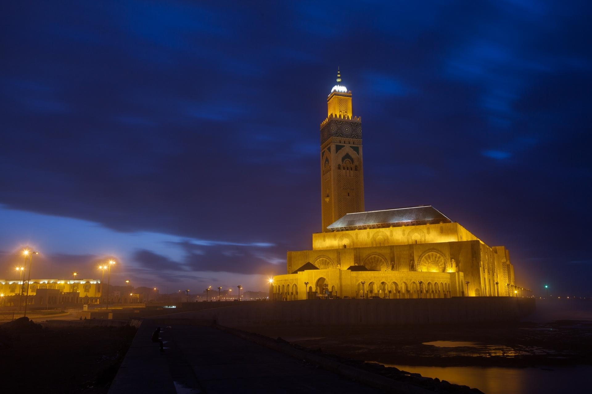カサブランカのハッサン2世モスク 夜のモロッコ