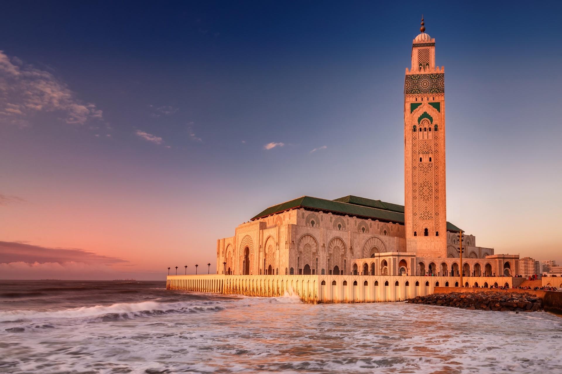 カサブランカのハッサン2世モスク 夕暮れのモロッコ