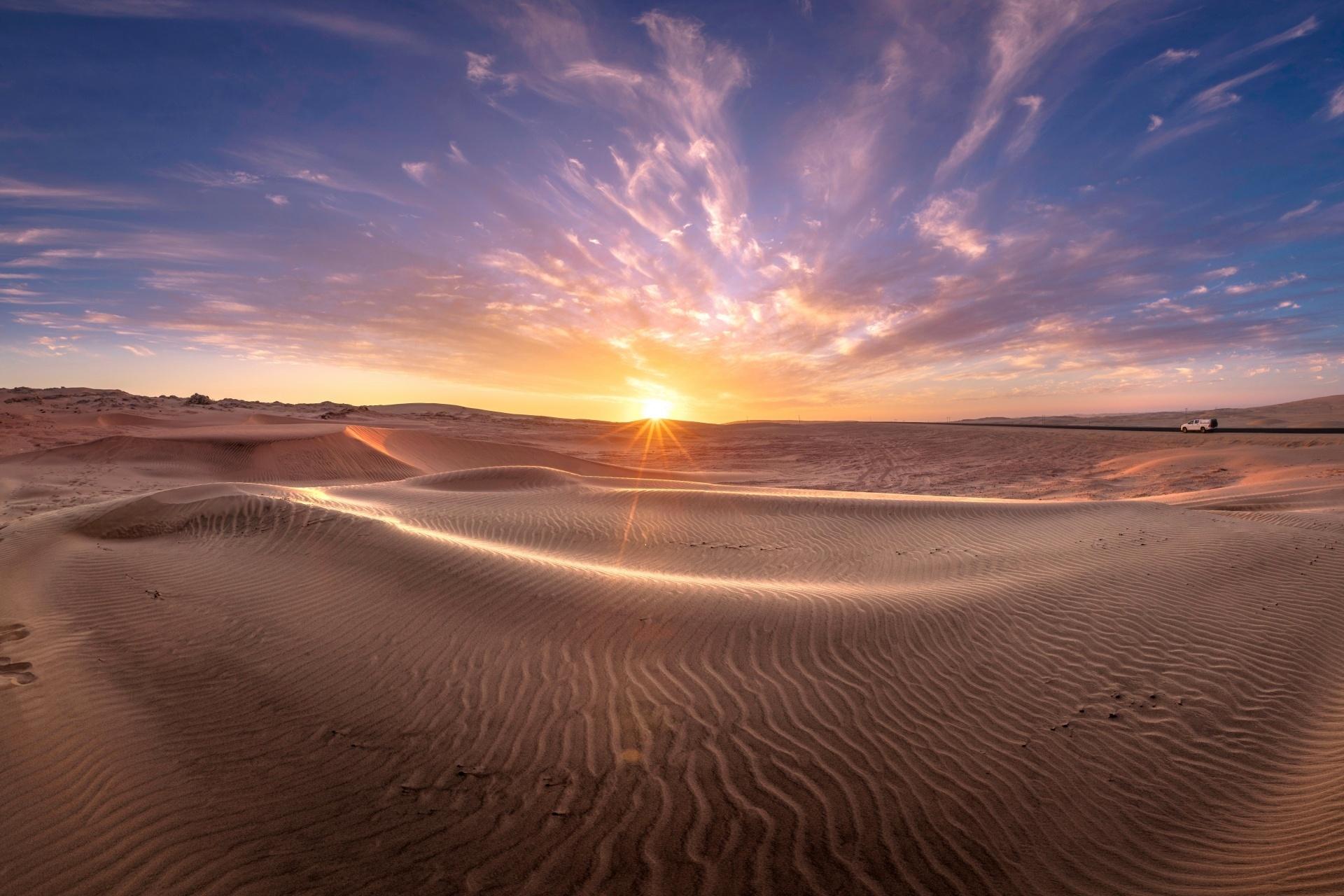 ナミブ砂漠に沈む夕日 ナミビア