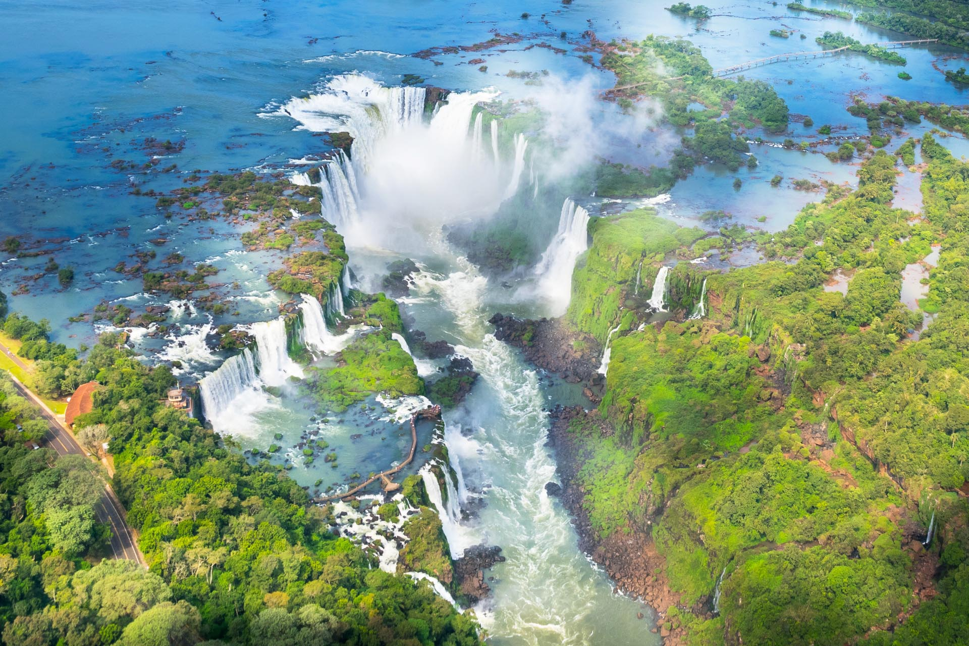 空から見るイグアスの滝 ブラジル