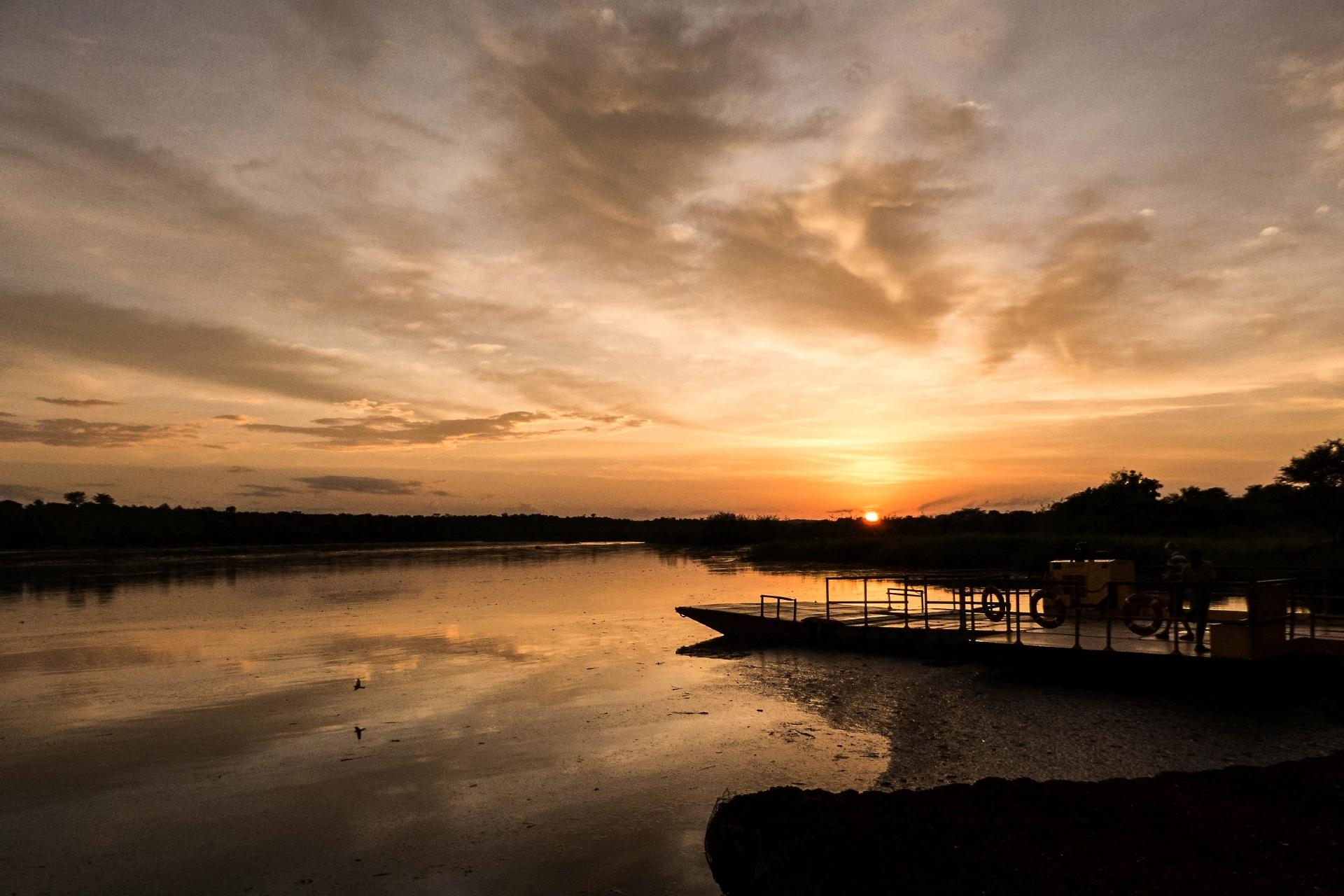 ナイル川の日の出 ウガンダ