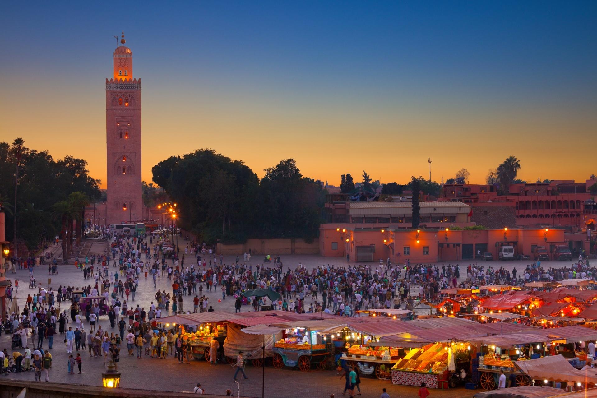 夕方のジャマ・エル・フナ広場 モロッコ