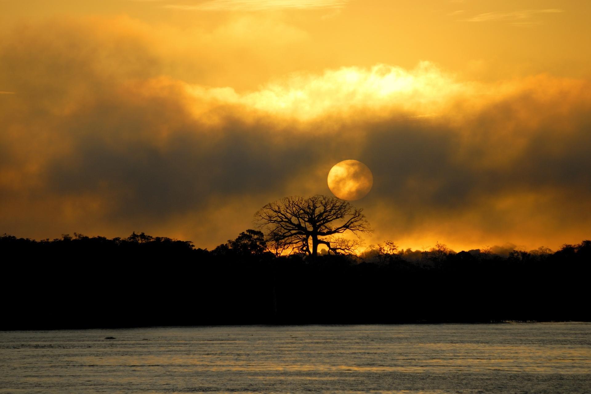 アマゾン川の日の出 マナウス ブラジル