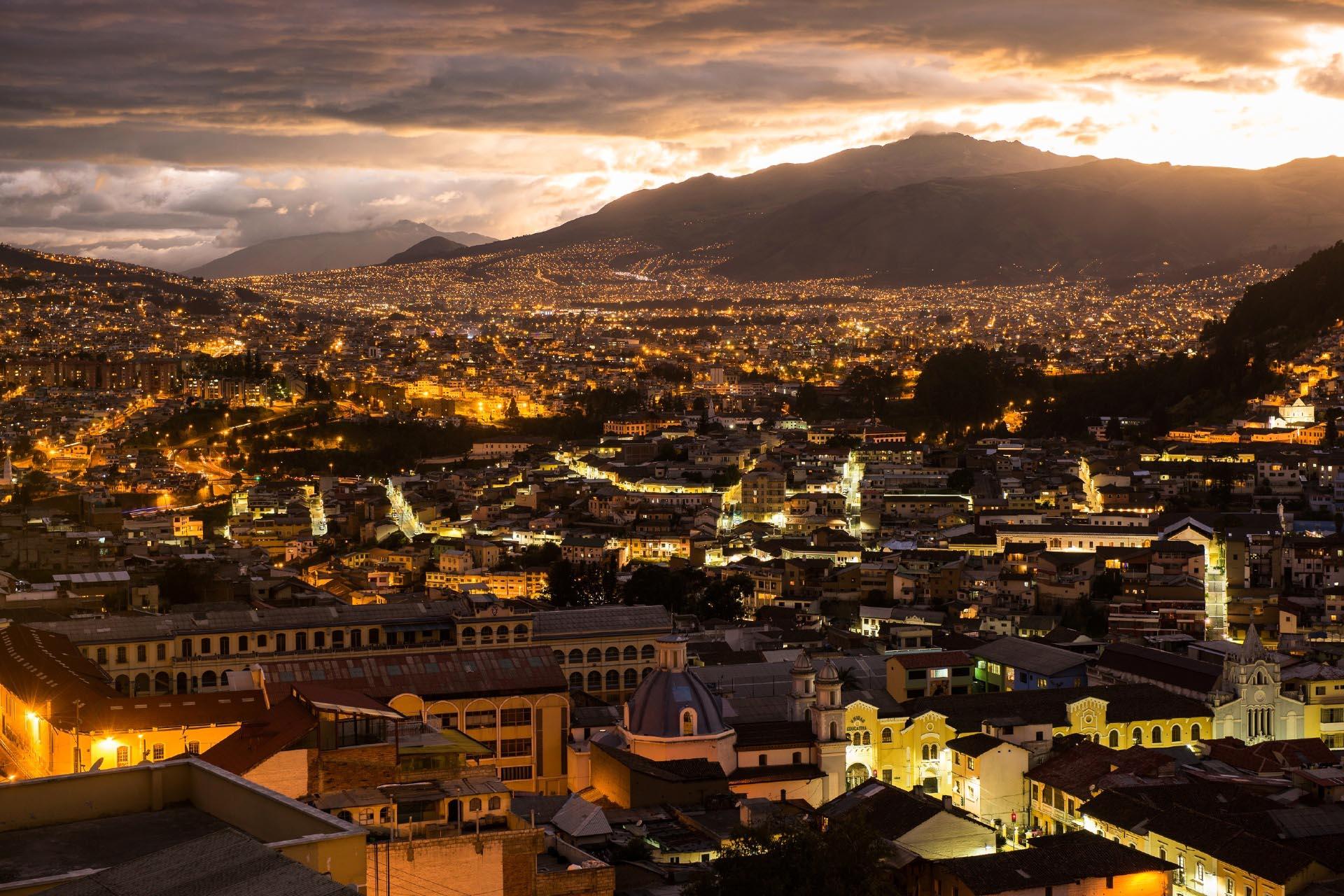 夜のキト エクアドル